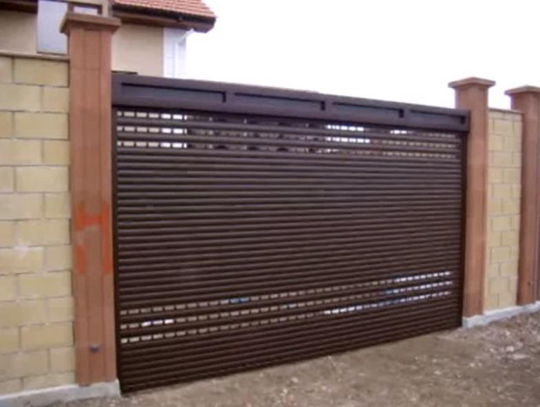 Рулонные ворота из гаражного профиля со смотровыми ламелями