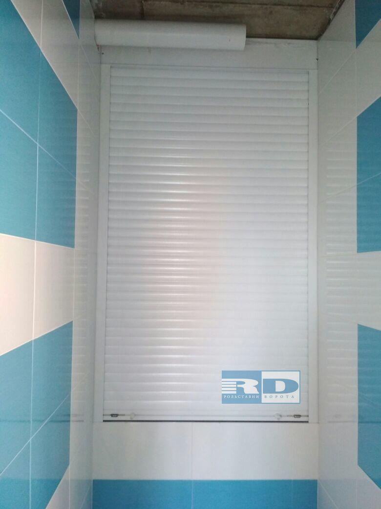 Рольставни в туалете в Подольске